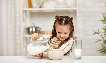 Έχετε γάλα στο ψυγείο; Φτιάξτε αυτό το υπέροχο γλυκό χωρίς καθόλου ψήσιμο