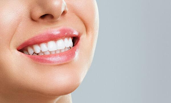 Επτά τροφές που κάνουν τα δόντια πιο λευκά