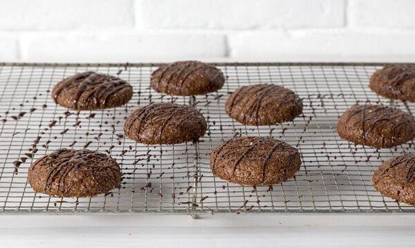 Υγιεινά μπισκότα αμυγδάλου με ελαιόλαδο και σοκολάτα