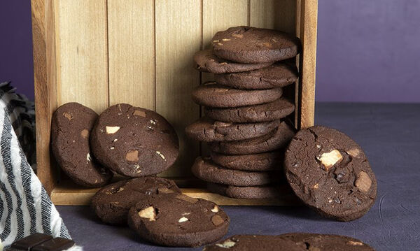 Μπισκότα τριπλής σοκολάτας από τον Άκη Πετρετζίκη