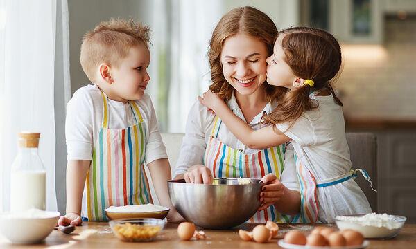 Μαγειρεύουμε παίζοντας: Φτιάξτε με τα παιδιά μαλακά μπισκότα κανέλας