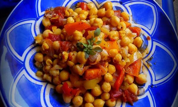 Εύκολη συνταγή για πεντανόστιμα ρεβύθια στη γάστρα