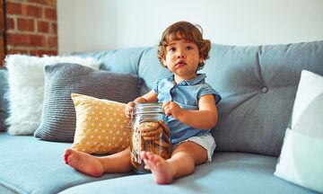 Υγιεινά μπισκότα χωρίς ψήσιμο με βρόμη και σοκολάτα για τα παιδιά