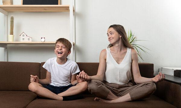 Γυμναστική για μαμάδες: Ασκήσεις yoga που μπορείτε να κάνετε με τα παιδιά