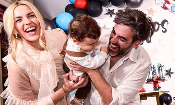 Μαντώ Γαστεράτου: «Τρελά» παιχνίδια με τον γιο της στο πάτωμα
