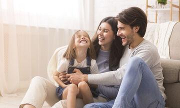 Απλές καθημερινές συνήθειες που συμβάλλουν στην οικογενειακή ευτυχία