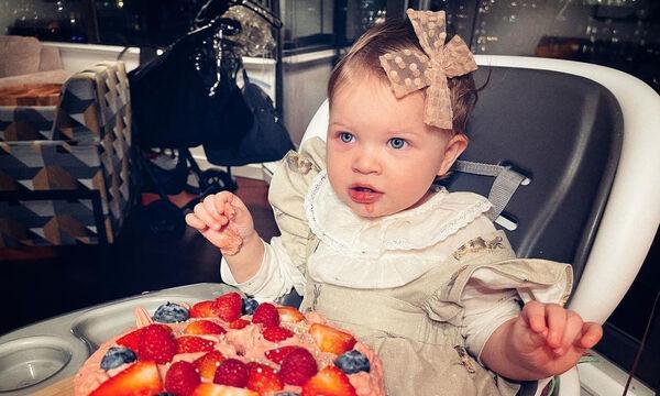 Η κόρη γνωστής ηθοποιού έγινε ενός έτους - Δείτε φώτο από τα γενέθλιά της