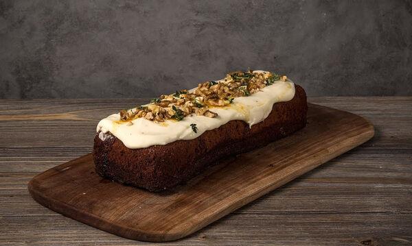 Νόστιμο και υγιεινό κέικ μελιού από τον Άκη Πετρετζίκη