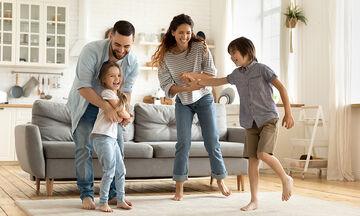 5 συνήθειες που ενισχύουν το δέσιμο της οικογένειας μέρα με τη μέρα