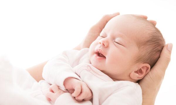 Αυτός είναι ο λόγος που το μωρό κουνάει το κεφάλι του μπρος - πίσω