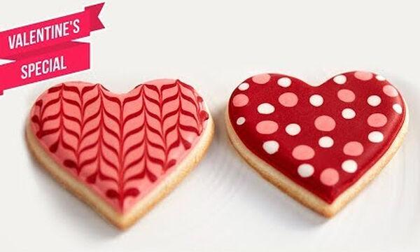 Μαγειρεύουμε παίζοντας: Μπισκότα σε σχήμα καρδιάς για τον Άγιο Βαλεντίνο