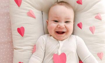Ημέρα Αγίου Βαλεντίνου: Οι πιο αγαπησιάρικες φωτογραφίες μωρών είναι αυτές