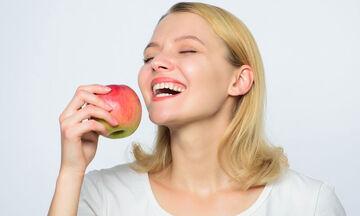 Tips για μαμάδες: Ενυδατώστε την επιδερμίδα σας με μήλο