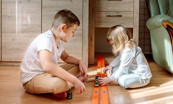 Έξυπνες ιδέες για παιχνίδια με τα παιδιά στο σπίτι (vid)