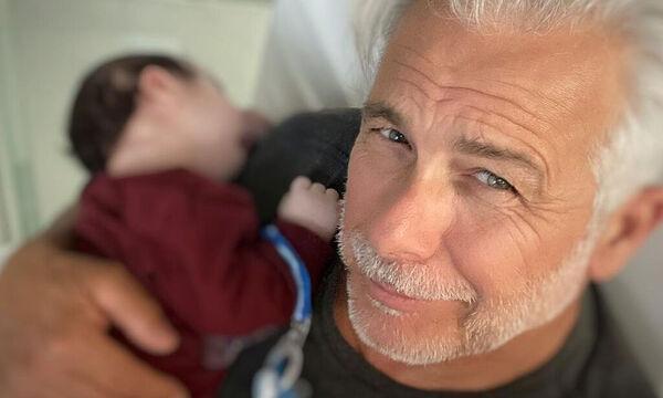 Χάρης Χριστόπουλος: Έχει αγκαλιά τον γιο του και λάμπει από ευτυχία