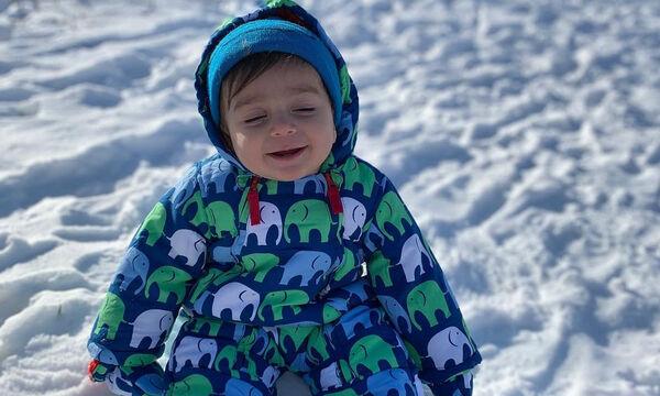 Χαριτωμένα μωράκια φωτογραφίζονται στο χιόνι (pics)