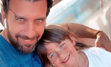Θάνος Πετρέλης: Ξετρελάθηκε η μικρή του κόρη με το χιόνι - Δείτε φώτο