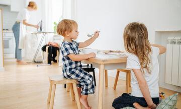 Οι δουλειές του σπιτιού δεν είναι μητρότητα