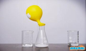Εύκολο πείραμα για παιδιά με ξύδι, μαγειρική σόδα και ένα μπαλόνι