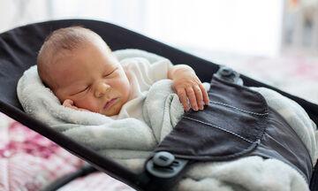 Είναι ασφαλές για το μωρό να κοιμάται στο ριλάξ;