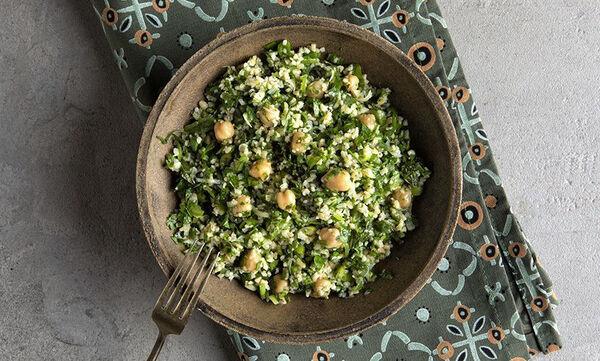 Νόστιμη και θρεπτική σαλάτα ταμπουλέ με ρεβίθια - Αξίζει να τη δοκιμάσετε