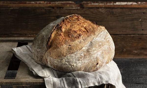 Σπιτικό χωριάτικο ψωμί από τον Άκη Πετρετζίκη