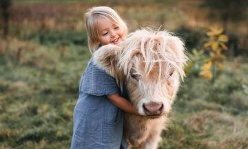 Πολύτεκνη μαμά φωτογραφίζει τα παιδιά της στην φάρμα τους (pics)