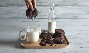 Η συνταγή του Άκη για τα πιο λαχταριστά cookies σοκολάτας