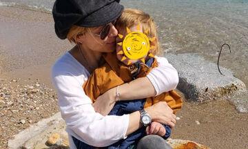 Ευδοκία Ρουμελιώτη: Δείτε πού φωτογράφισε τον γιο της (pics)