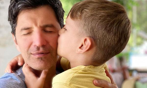 Σάκης Ρουβάς: Απίθανη η νέα φώτο με τον μικρό του γιο (pics)