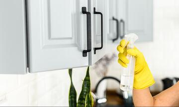 Tips για μαμάδες: 22 κόλπα καθαρισμού με υλικά που έχετε σπίτι σας (vid)