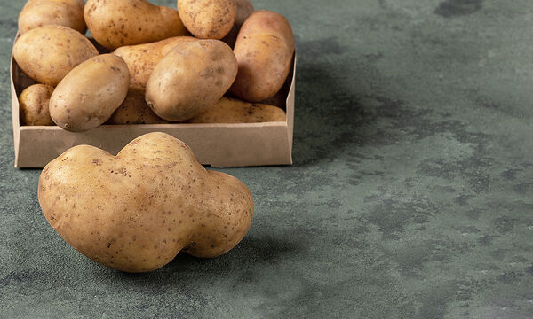 Τips για μαμάδες: Τα απίθανα οφέλη της ωμής πατάτας στο δέρμα