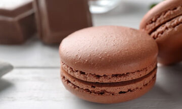 Μαγειρεύουμε παίζοντας: Φτιάξτε με τα παιδιά σοκολατένια μακαρόν
