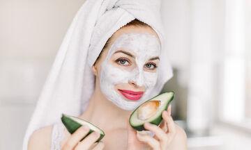 Tips για μαμάδες: 5 σπιτικές μάσκες προσώπου με αβοκάντο για λαμπερό δέρμα