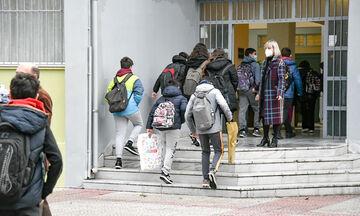 Παράταση σχολικού έτους: Πολύ πιθανή λέει ο πρόεδρος της ΟΛΜΕ – Τι ζητά για Γυμνάσια, Λύκεια