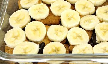 Σας περίσσεψαν μπισκότα; Φτιάξτε ένα φανταστικό γλυκό με μπανάνα