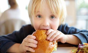 Παγκόσμια Ημέρα Παχυσαρκίας: Πώς θα προλάβετε την παιδική παχυσαρκία