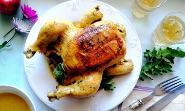 Πανεύκολη συνταγή για κοτόπουλο κατσαρόλας με μηλίτη (vid)
