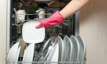 Tips για μαμάδες:  Μυρίζει το πλυντήριο πιάτων; Αυτή είναι η λύση