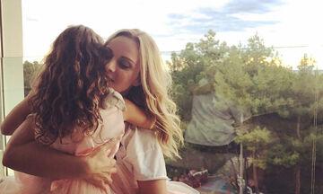 Πέγκυ Ζήνα: Η φανταστική φώτο αγκαλιά με την κόρη και τον σύζυγό της