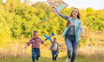 DIY: Φτιάξτε το δικό σας χαρταετό μαζί με τα παιδιά (vid)
