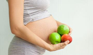 Εγκυμοσύνη: Η κατανάλωση φρούτων ενισχύει την εγκεφαλική ανάπτυξη του μωρού