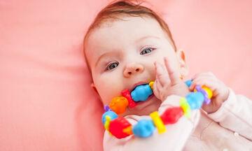 Tα πρώτα δόντια του μωρού: Τι πρέπει να γνωρίζετε;