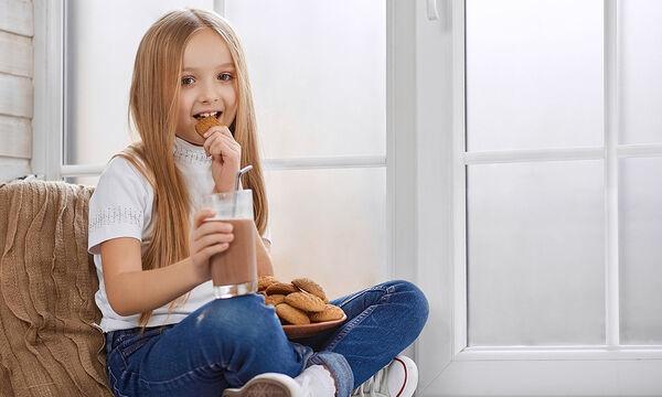 Ένα σούπερ ενεργειακό ρόφημα με σπόρους chia και σοκολάτα για παιδιά (vid)