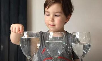 Πειράματα για παιδιά: 5 εύκολα πειράματα Φυσικής για να κάνετε στο σπίτι