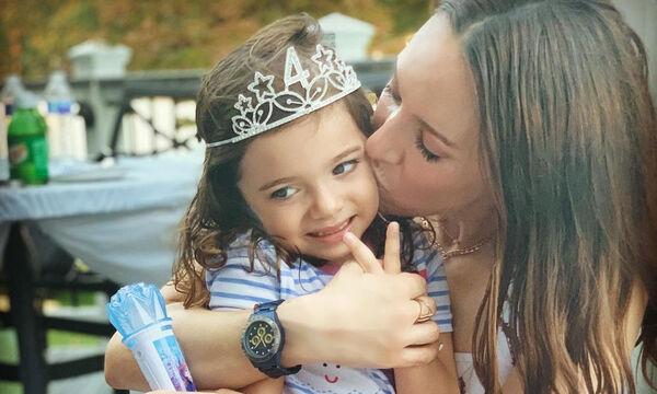 Καλομοίρα: Δεν φαντάζεστε τι φόρεσε η κόρη της μέσα στο σπίτι