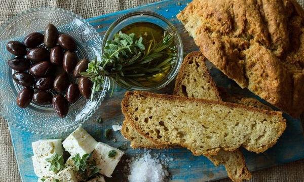 Πανεύκολη συνταγή για ψωμί χωρίς ζύμωμα και χωρίς μαγιά