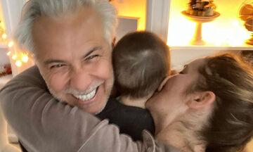 Χριστόπουλος - Μπραντ: Βόλτα στο κέντρο της Αθήνας με τον γιο τους