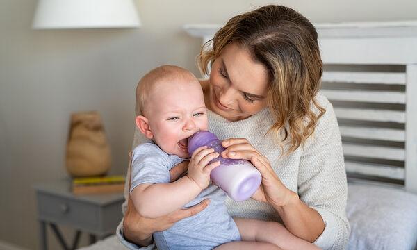 Μπορεί να αναμειχθεί το μητρικό γάλα με τη φόρμουλα στο ίδιο μπουκάλι;