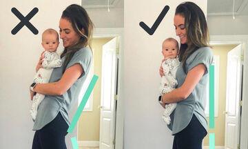 Μαμά δείχνει ποια είναι η σωστή στάση σώματος όταν έχετε αγκαλιά το μωρό